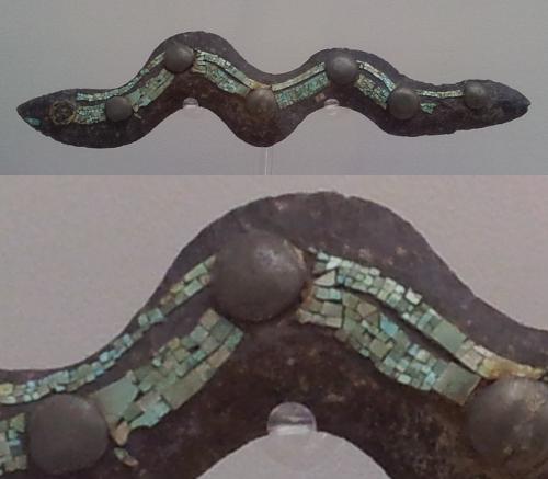 Snake-shaped sceptre Aztec, 1250 - 1521 Stone, turquoise